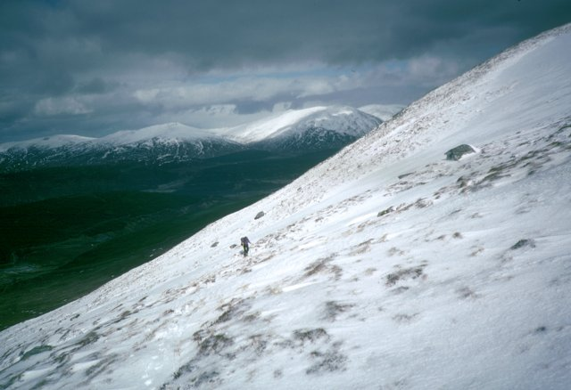Traversing up the north slopes of Stob a'Choire Mheadhoin