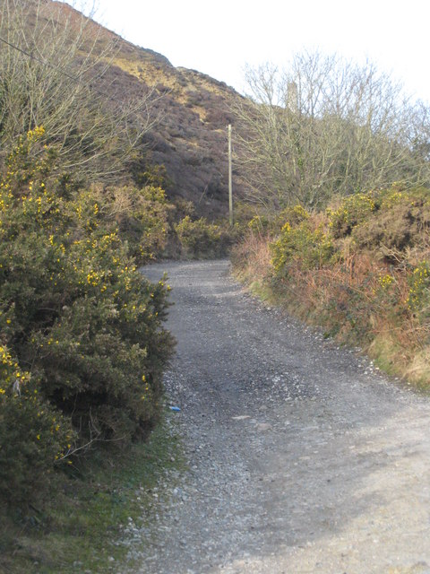 Footpath leading to Mount Hawke from Tywarnhayle Mine
