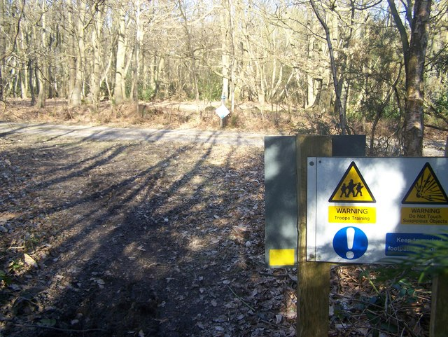 Bridleway leads into Mereworth Woods