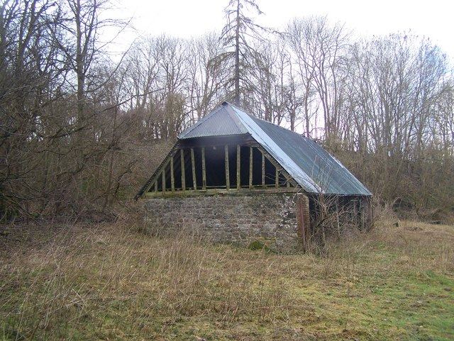Old Barn near Quarry Wood