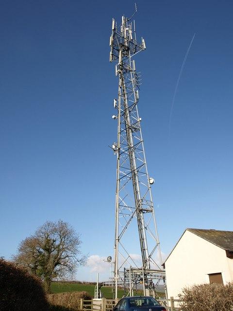 Communications mast near Chuley Cross