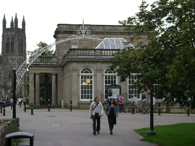 Linden Avenue, Pump Room Gardens