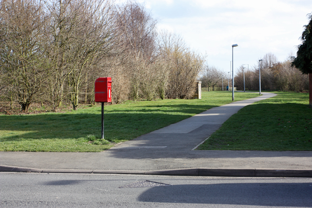 Footpath to the roundabout
