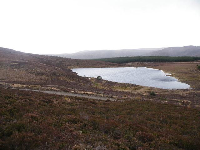 Above Track passing Loch Beinn Domhnaill