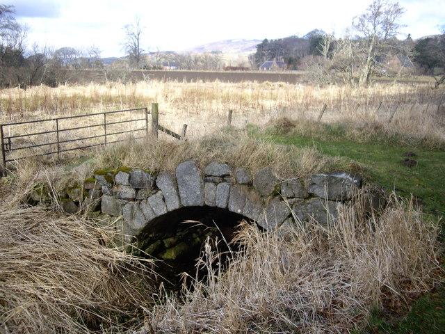 Keystone-arched bridge