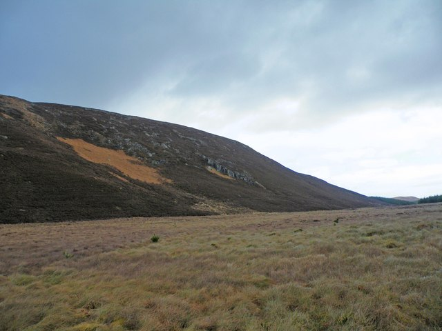 Crags on Beinn Domhnaill above Achvaich Burn Watershed