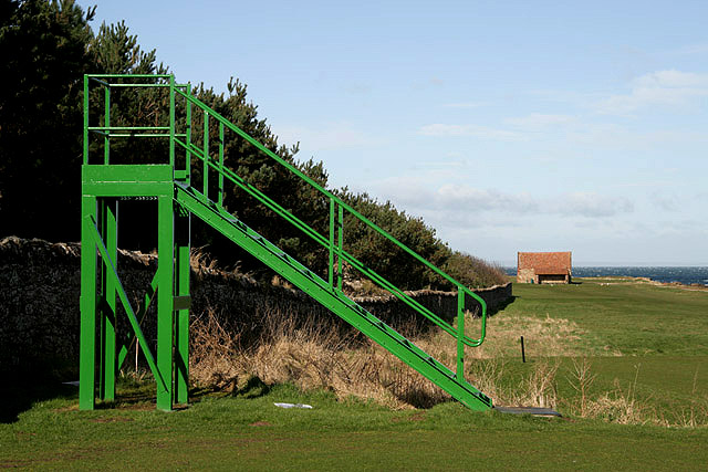 Steps on the 9th tee at Dunbar Golf Course