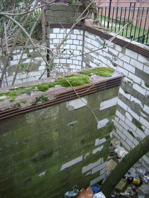 Derelict urinal, Emscote Road