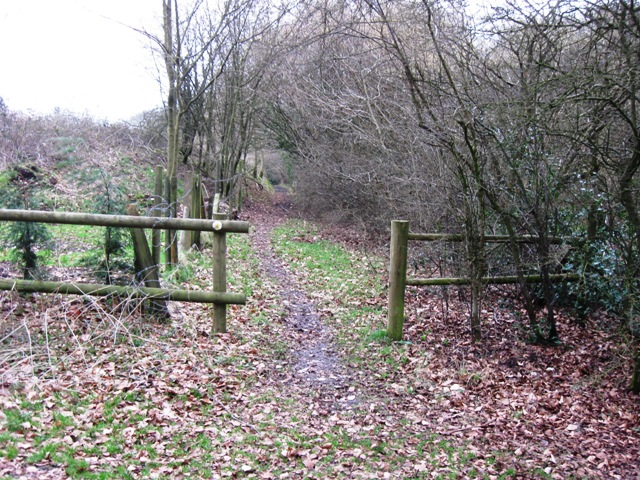 Start of footpath past High Meadow Farm