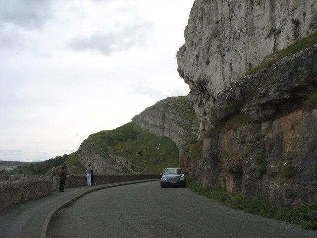 Bend in the road at Pen-trwyn