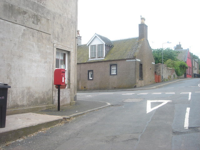 Location shot of lamp box LB3220Sc in Oxton