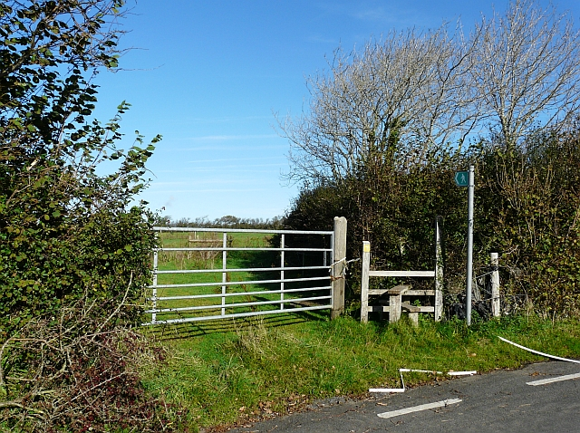 Gate and stile, Mountain Road