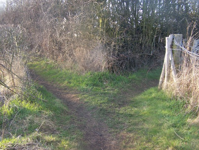 Footpath junction in Baron Place Farm