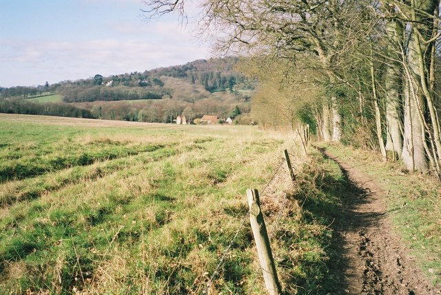 Footpath towards Upfolds Farm