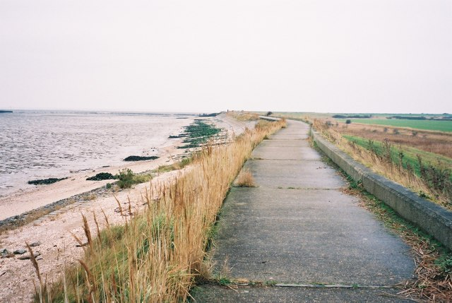 Sea Wall path towards Sales Point