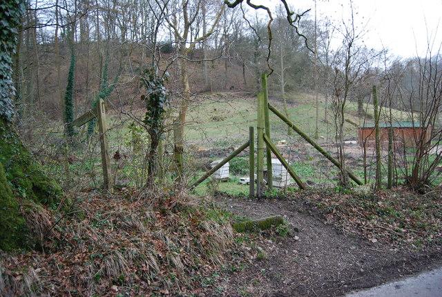 Footpath leaves Mill Lane
