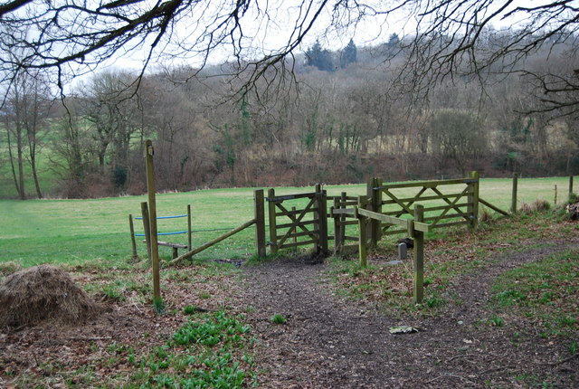 Stile & Kissing Gate at the footpath junction