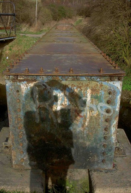Box girder pipe bridge across the River Torne