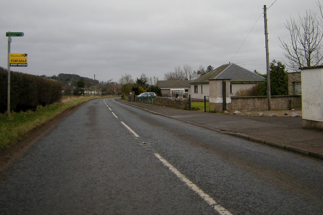 Sign depicting 'Footpath to Southmuir' situated on the road entering Kirriemuir from Westmuir