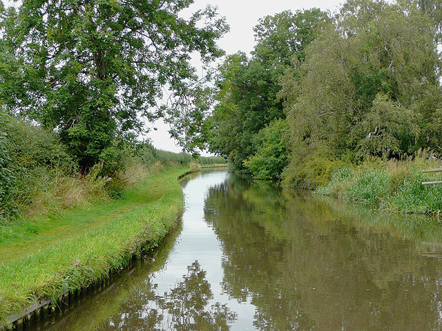 Staffordshire and Worcestershire Canal north of Acton Trussell
