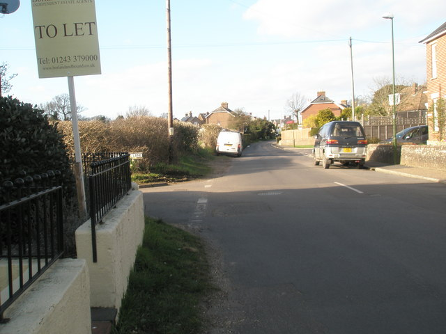 Approaching the junction of North Street and Long Copse Lane