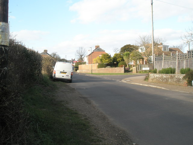 Approaching the junction of North Street and Ellesmere Orchard