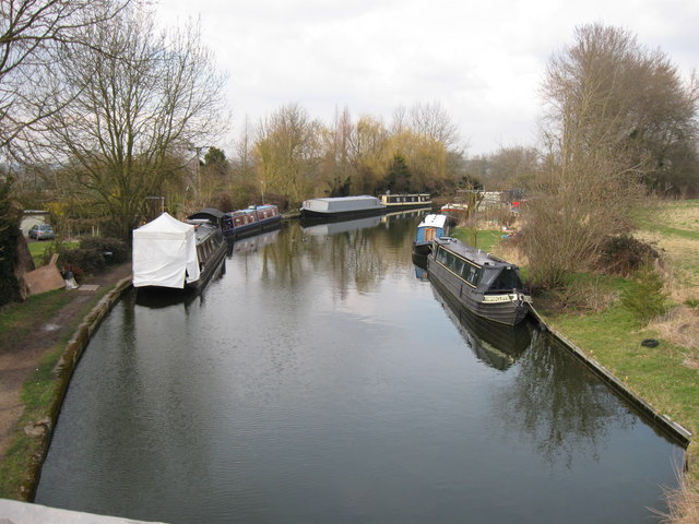 Barges on the Grand Union Canal north of Bridge 131