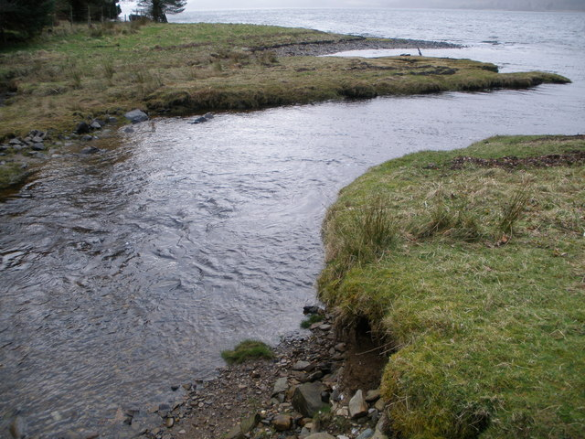 Barnacarry Burn flowing into Loch Fyne