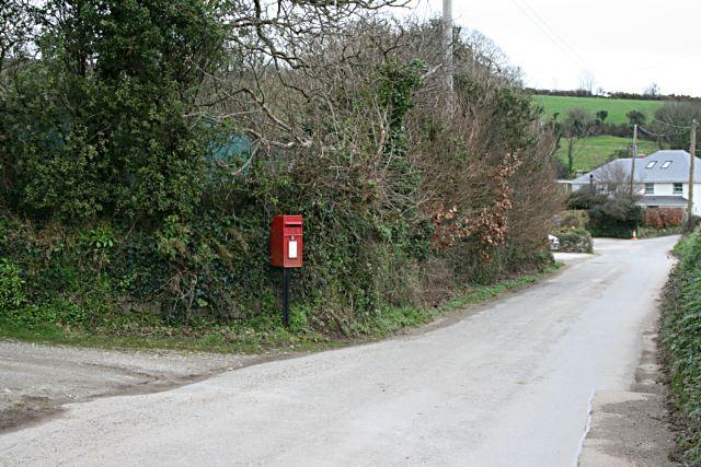 Elizabeth ii post box at Porth Kea