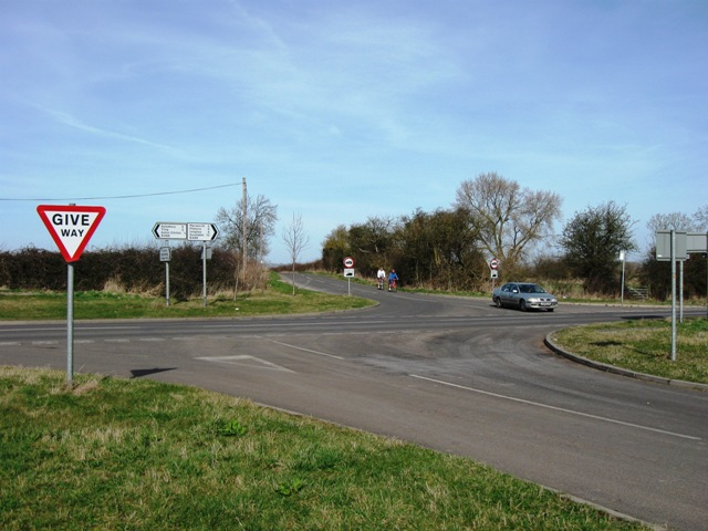 Drayton Beachamp to Puttenham Road crosses the Lower Icknield Way