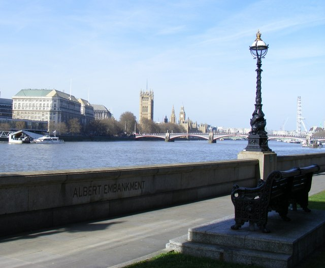 Riverside Walk 'Albert Embankment'