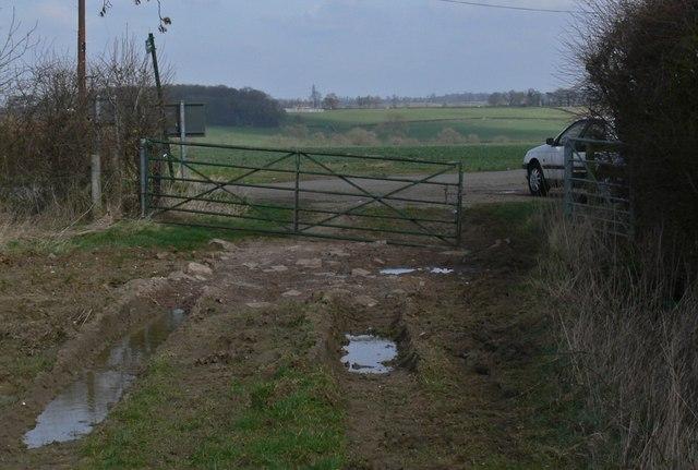 Bridleway joins Ridgemere Lane