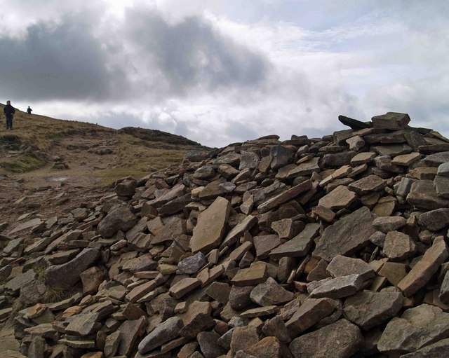 Cairn on the way to the summit of Pen Y Ghent