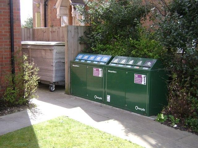 Recycling bins for flats, Emscote Road, Warwick