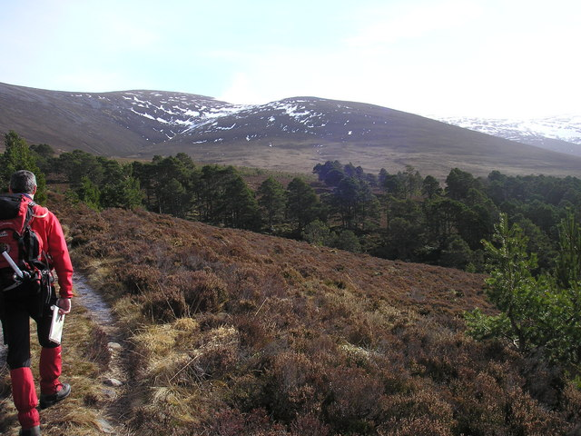 On the path to Coire Gorm a Chrom-alltain