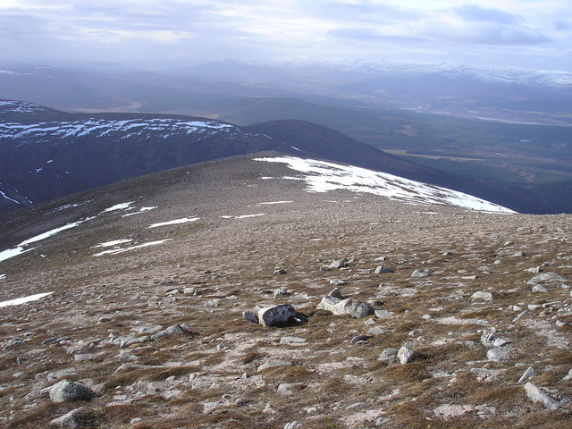Heading West to Meall Tionail