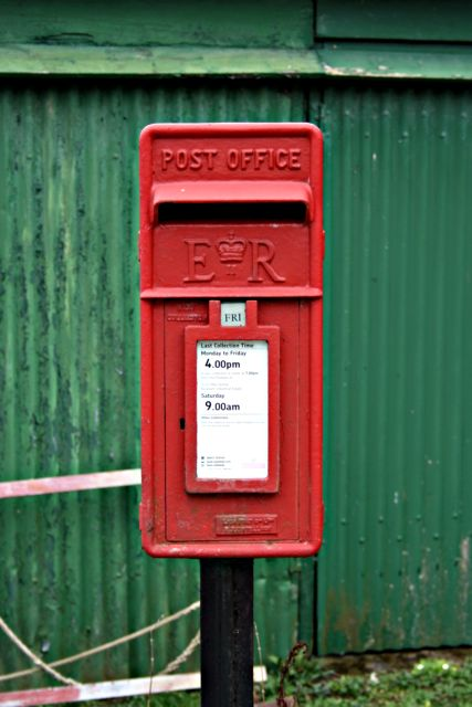 Elizabeth II post box at Coombe