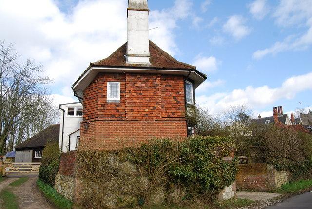 An Octagonal building (Crossways), Gracious St, Selborne