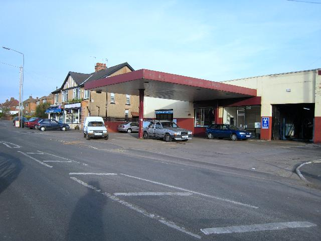 Garage and shops in Lillington