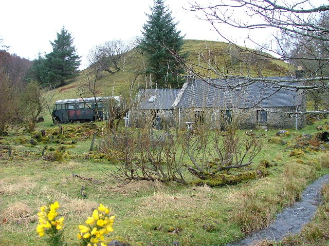 Croft house and old bus at Camustianavaig