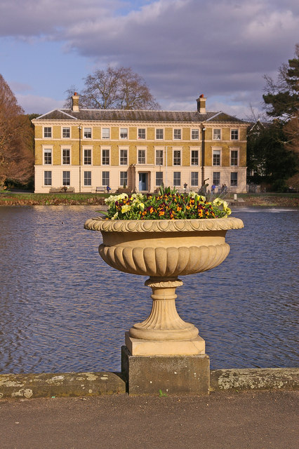 Urn by The Pond, Kew Gardens