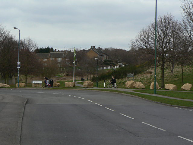 Sharp bend; Edwards Lane becomes Beckhampton Road