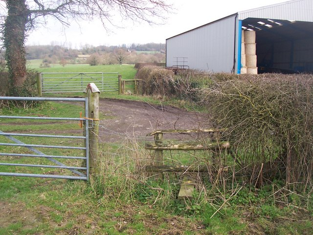 Footpath crossing Hazeldene Farm lane