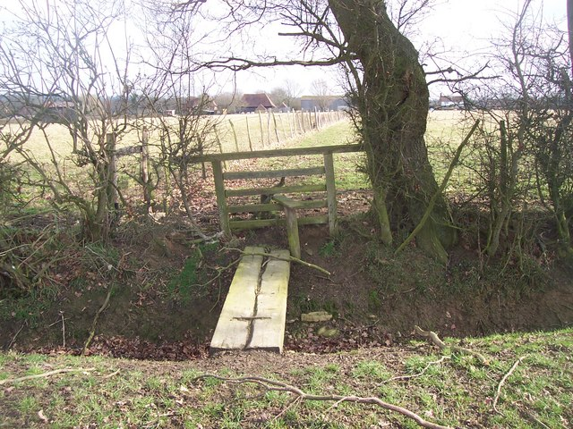 Footbridge and stile on footpath junction