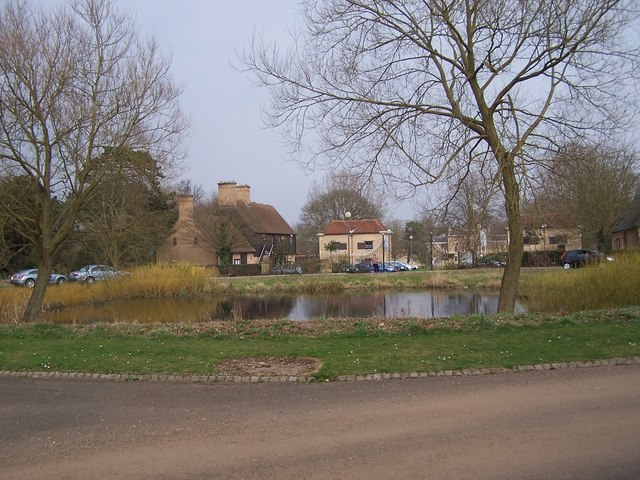 Pond at the end of Parklands