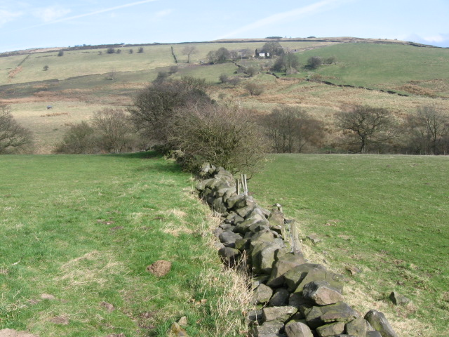 Footpath towards Ayton Farm