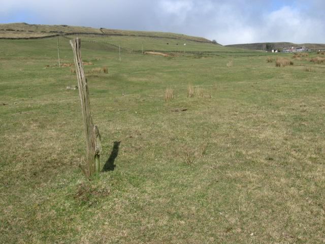 Footpath towards Far Cown Edge Farm