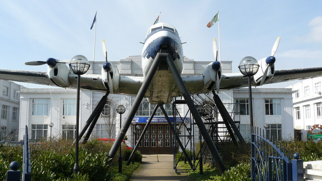 De Havilland Heron, at Airport House, Purley Way