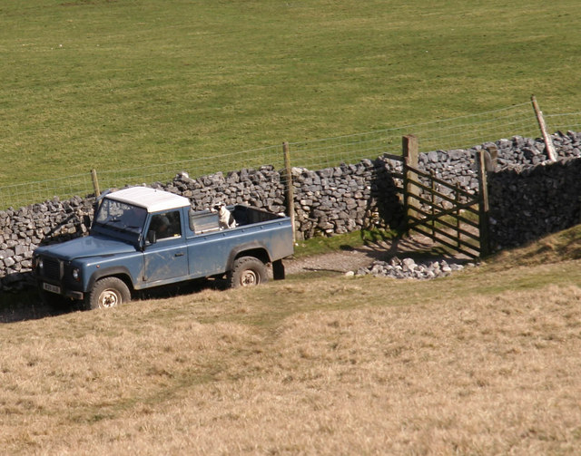 Landrover on rough track near Kettlewell