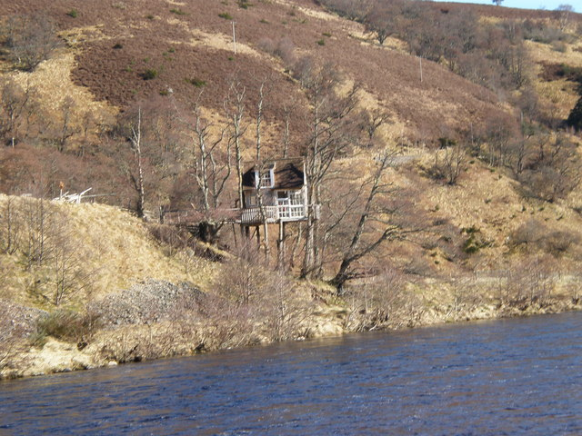 Carnoch Tree House by River Findhorn